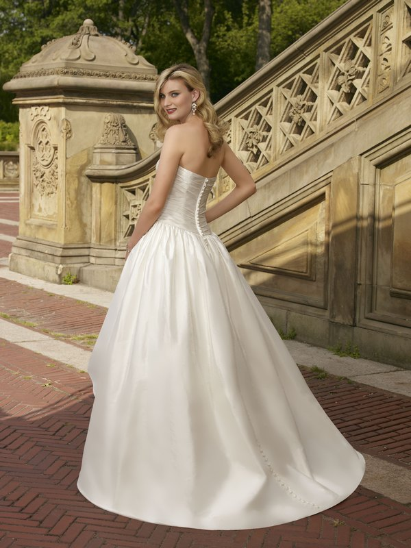 6701 luxe taffeta back the wedding community blog for Mori lee taffeta wedding dress