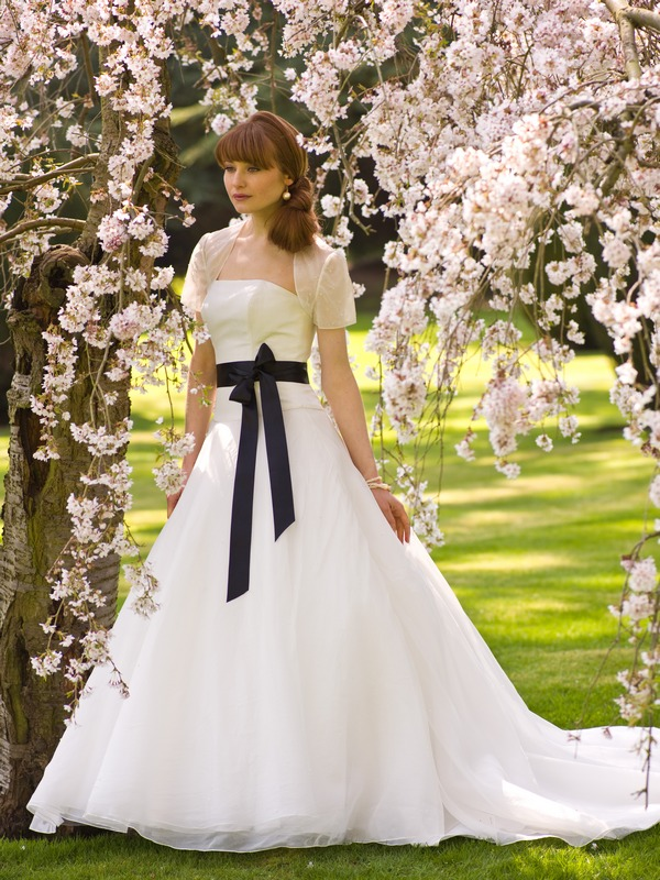 Tuesday with ribbon the wedding community blog for Want to sell my wedding dress