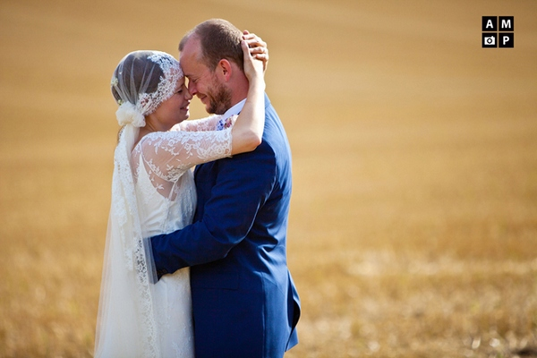 Picture of a bride and groom sharing a tender moment by Anneli Marinovich Photography