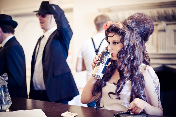 Wedding guest dressed as Amy Winehouse - Martins Kikulis Photography