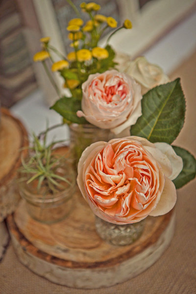 Wedding flowers - Picture by Captured by Aimee