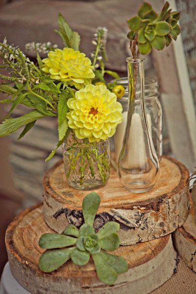 Yellow wedding flowers - Picture by Captured by Aimee