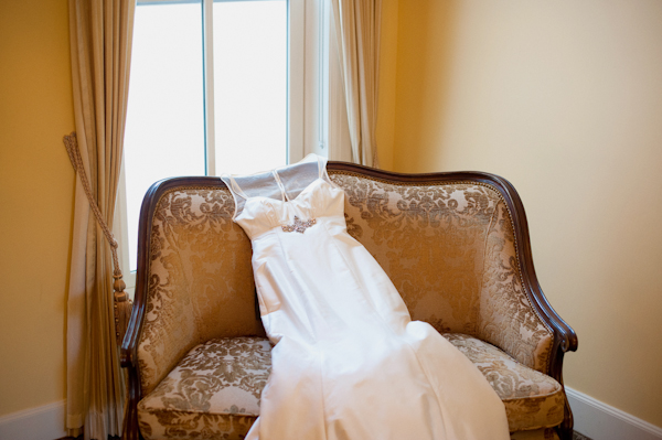 Wedding dress draped over a couch - Picture by Rojo Foto Design