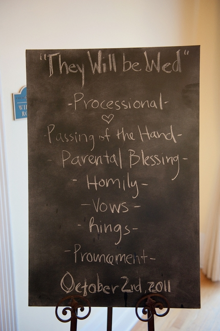 Chalkboard showing wedding order of service - Picture by Rojo Foto Design