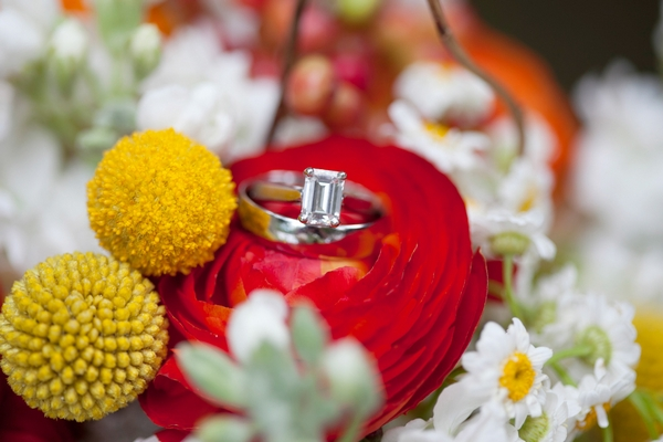 Wedding ring in flowers - Picture by Laura Ivanova Photography