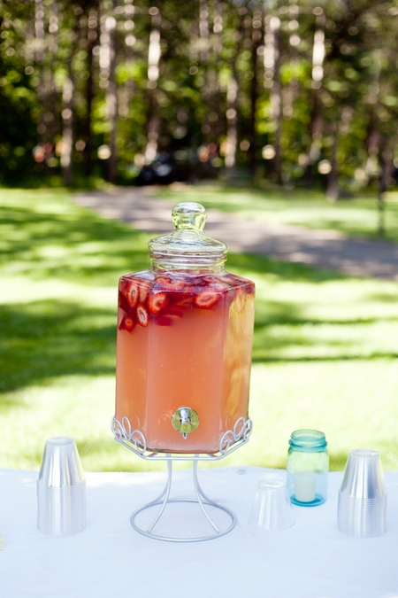 Strawberry wedding drink - Picture by Laura Ivanova Photography