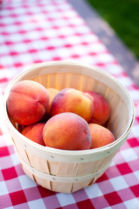 Peaches in basket - Picture by Laura Ivanova Photography