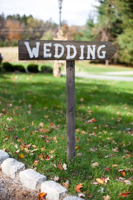 Wooden 'wedding' sign - Picture by Levi Stolove Photography