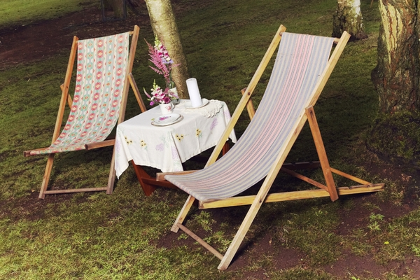 Deck chairs at 1950s wedding - Picture by Ian Shoots Weddings