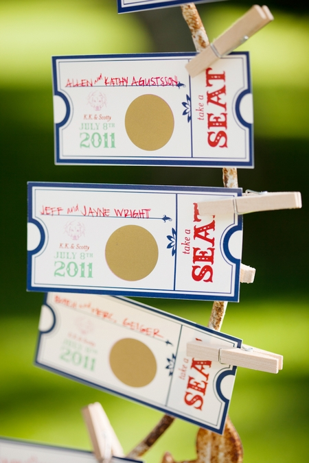 Wedding seating ticket - Picture by Laura Ivanova Photography