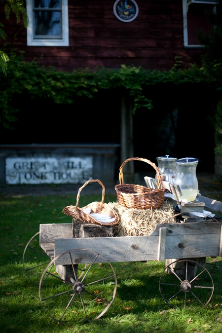 Wooden cart at wedding - Picture by Levi Stolove Photography