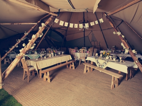 Tipi wedding reception tables - Picture by Ian Shoots Weddings