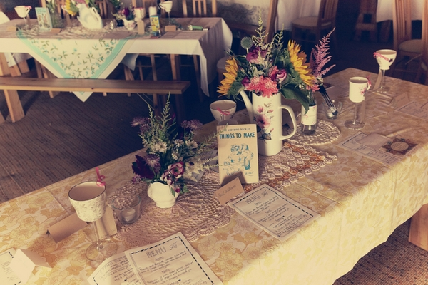 Vintage wedding tables - Picture by Ian Shoots Weddings