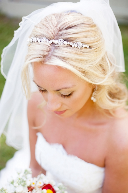 Bride wearing headband - Picture by Laura Ivanova Photography