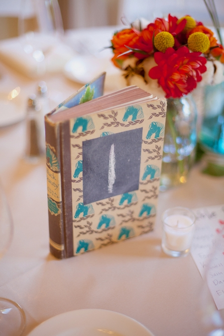 Book wedding table number - Picture by Rojo Foto Design
