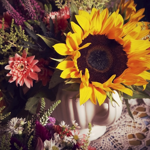 Sunflower wedding flower display - Picture by Ian Shoots Weddings
