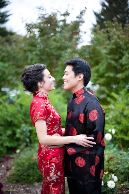 Bride and groom in Chinese wedding clothes - Picture by Levi Stolove Photography