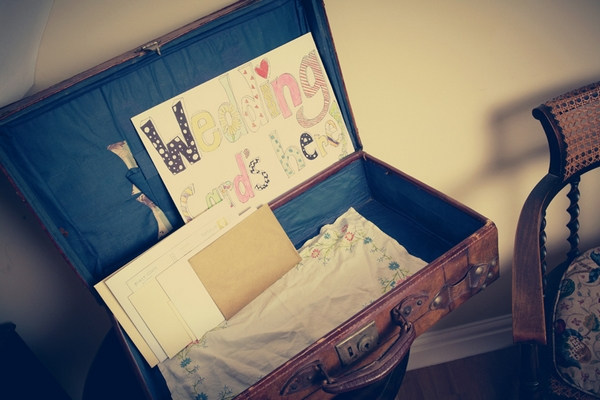 Suitcase for wedding cards - Picture by Ian Shoots Weddings