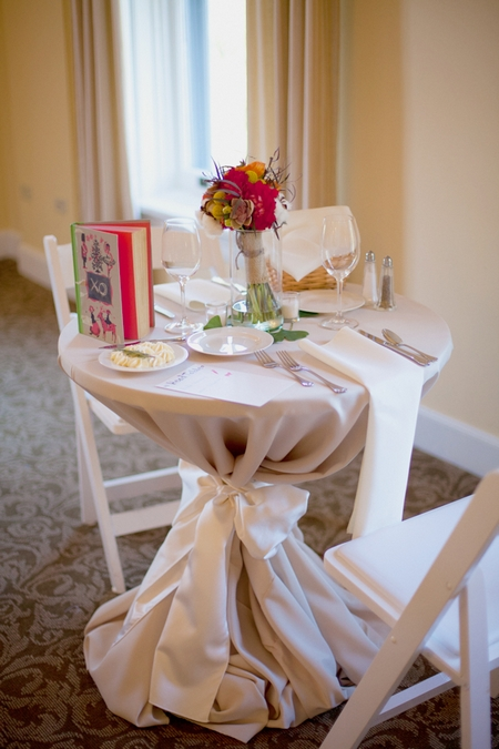 Wedding breakfast table for 2 - Picture by Rojo Foto Design