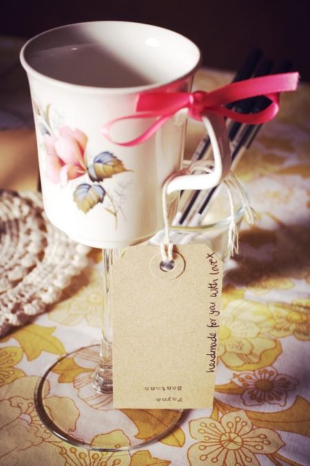 Handmade mug wedding gift - Picture by Ian Shoots Weddings