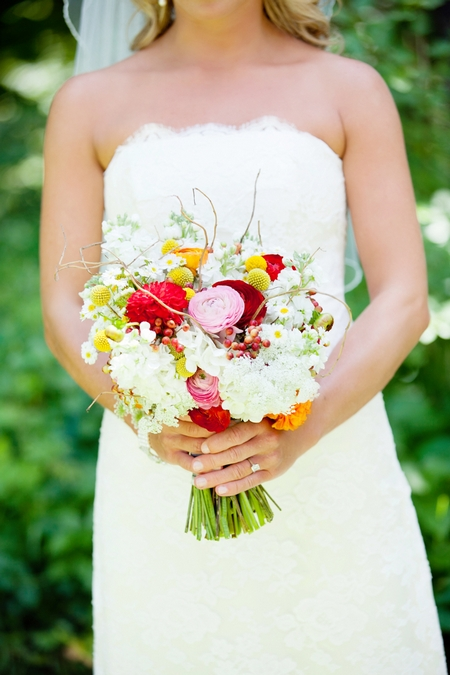 Colourful bridal bouquet - Picture by Laura Ivanova Photography