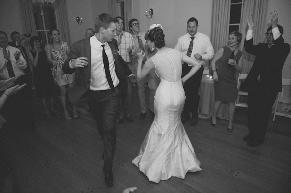 Bride and groom dancing at wedding - Picture by Rojo Foto Design