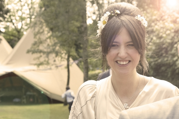 Vintage bride with flowers in her hair - Picture by Ian Shoots Weddings