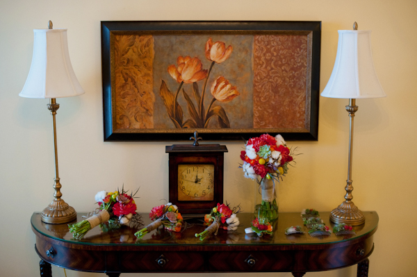 Bridal bouquets on dresser - Picture by Rojo Foto Design