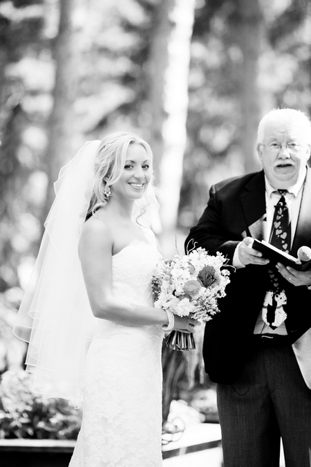 Brde smiling at wedding ceremony - Picture by Laura Ivanova Photography