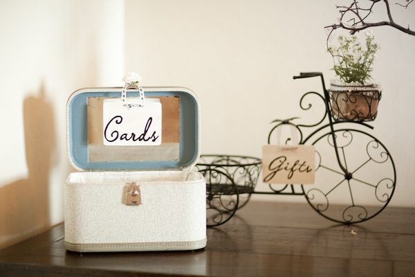 Wedding cards and gifts signs - Picture by Allyson Magda Photography