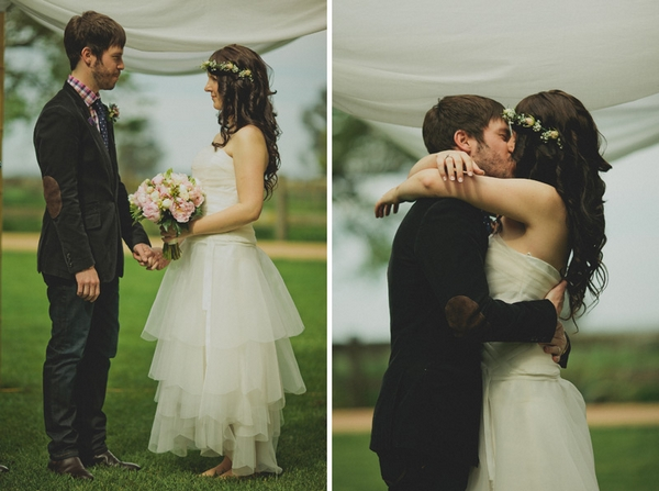Newly married bride and groom kissing - Picture by Jonas Peterson Photography