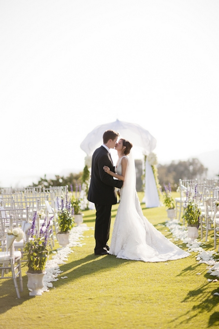 Bride and groom kissing - Picture by Allyson Magda Photography