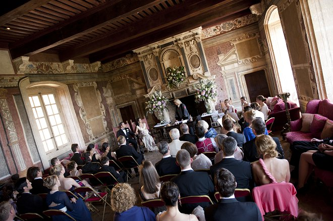 Wedding ceremony at Chateau de Bagnols - Picture by Gill Maheu Photography