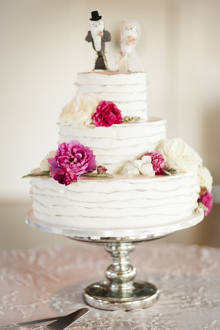 Wedding cake with pink flowers - Picture by Allyson Magda Photography