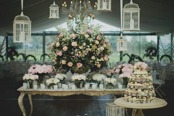 Large floral display and wedding cake - Picture by Jonas Peterson Photography