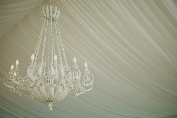 White chandelier - Picture by Jonas Peterson Photography