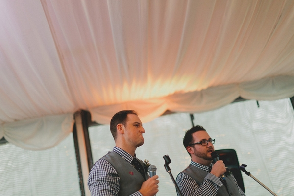Best men giving wedding speech - Picture by Jonas Peterson Photography