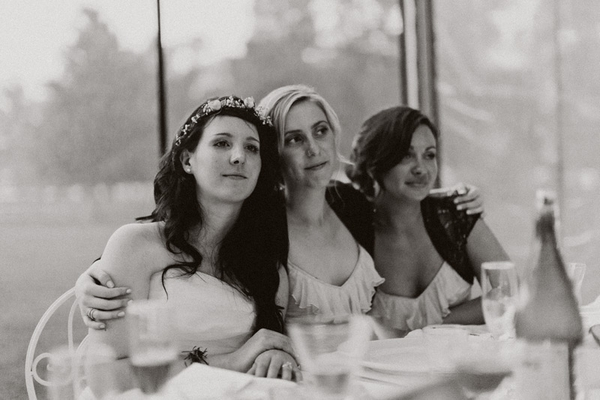 Bridesmaids with arms around each other - Picture by Jonas Peterson Photography