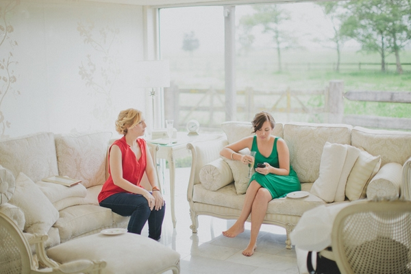 Two ladies waiting to get ready for wedding - Picture by Jonas Peterson Photography