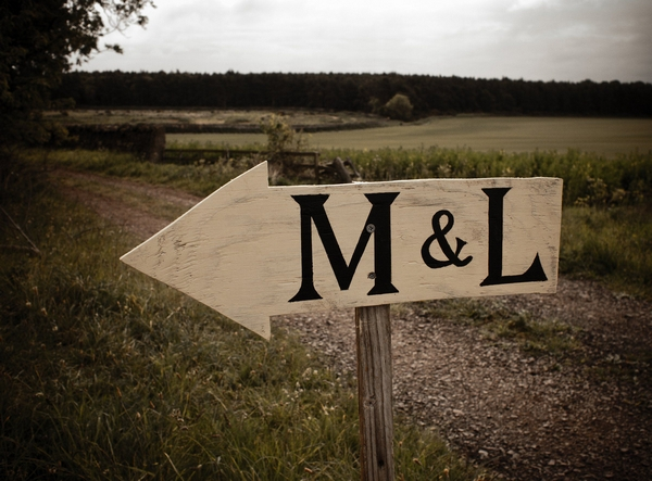 Wooden arrow sign with M & L - Picture by Archibald Photography