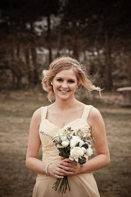 Bridesmaid in yellow dress - Picture by Archibald Photography