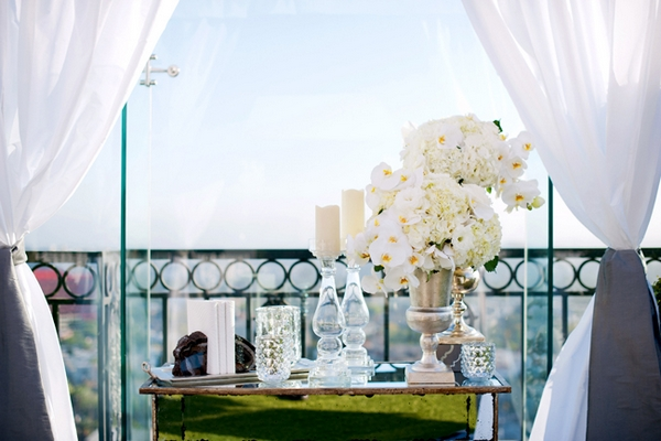 Table of wedding decorations - Picture by Yvette Roman Photography