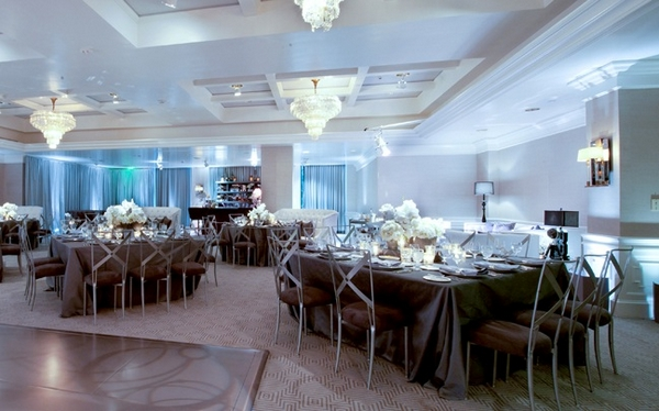 Wedding tables at The London Hotel in California - Picture by Yvette Roman Photography