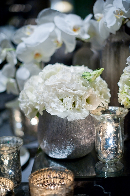 Flower wedding table decorations - Picture by Yvette Roman Photography