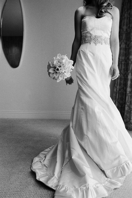 Bride holding bouquet - Picture by Yvette Roman Photography