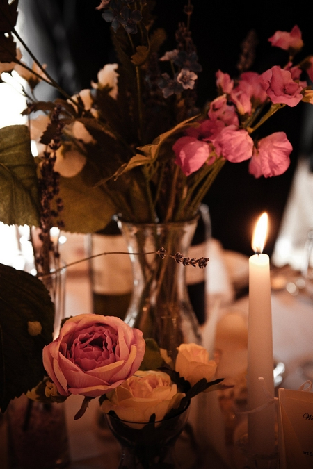 Wedding flowers on table - Picture by Archibald Photography