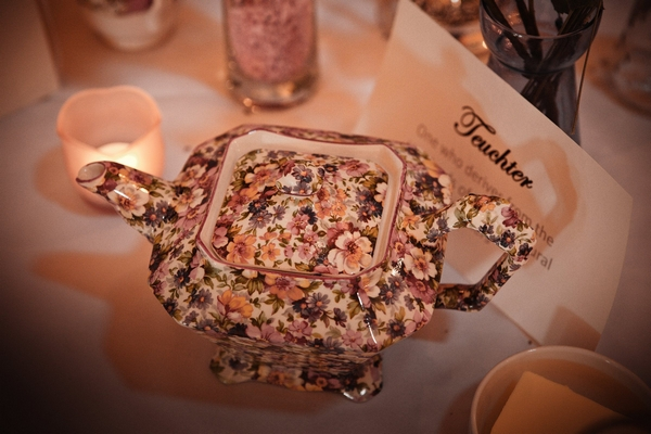 Vintage flower teapot - Picture by Archibald Photography