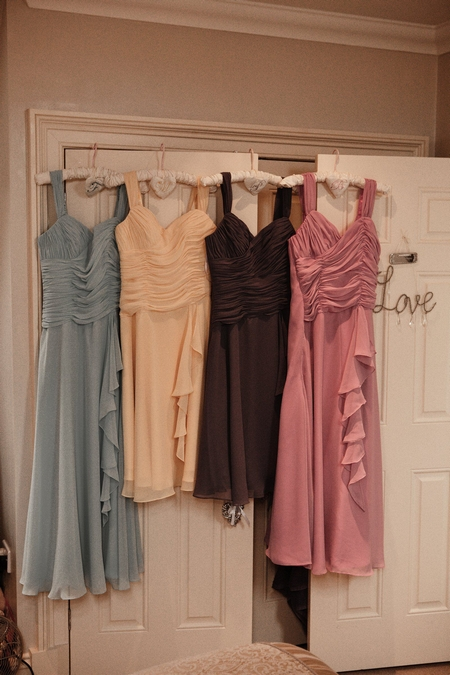 Coloured bridesmaid dresses - Picture by Archibald Photography
