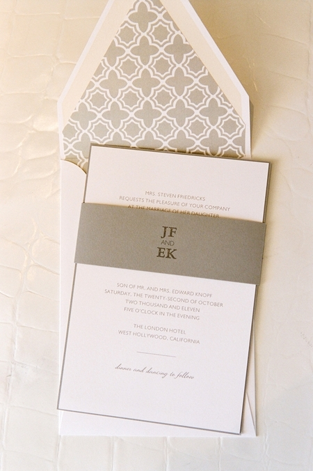 Wedding invitation - Picture by Yvette Roman Photography