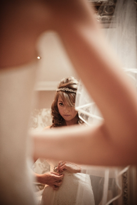 Bride looking in the mirror - Picture by Archibald Photography